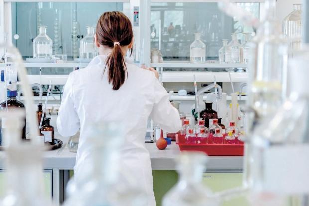 Aluna promete parar com remédio após se formar em medicina