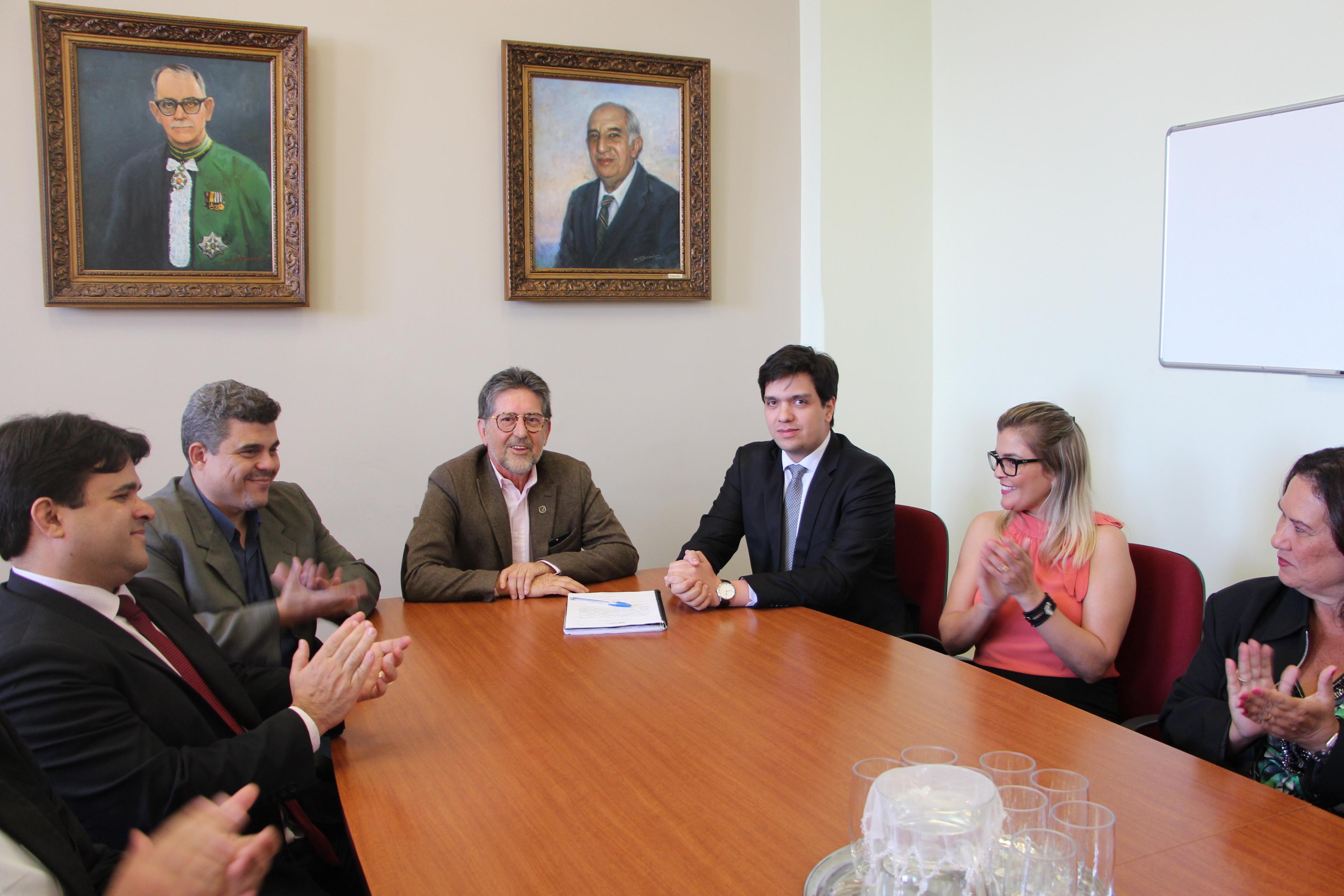 Ex-presidente Vanderlei Machado assume presidência da FUNED
