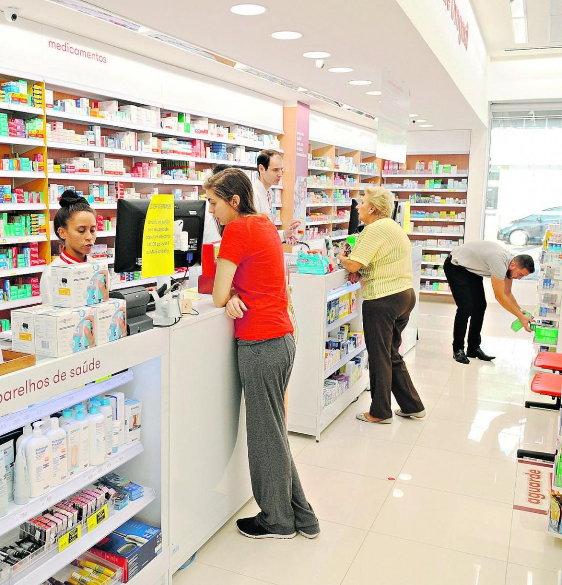 Farmácias driblam crise e expandem